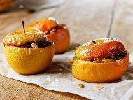 Пълнени печени ябълки с фурми, мед, ром и тиквени семки